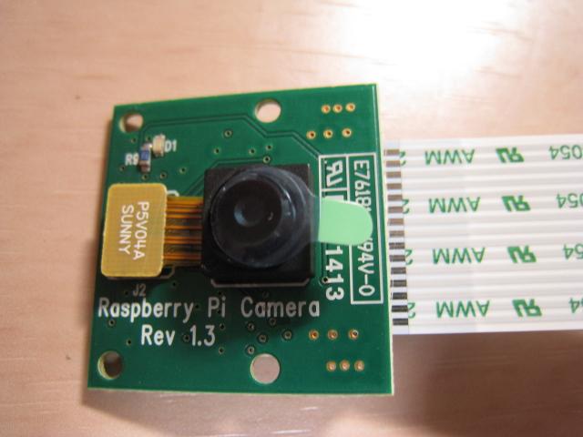 ラズベリーパイのカメラモジュールが届いたので、とりあえず開けてみた